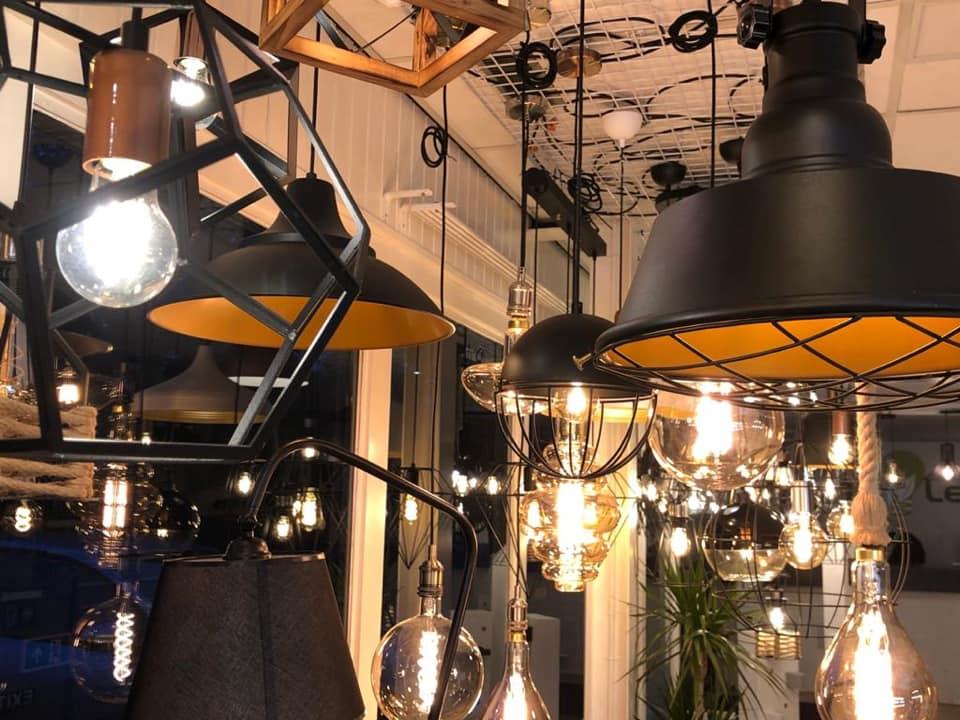 Showroom LedLoket Denekamp sfeerverlichting hanglampen - sfeerfoto closeup