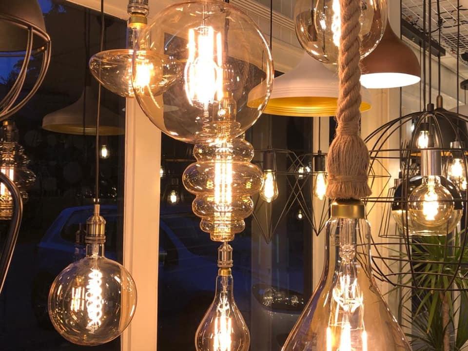 Showroom LedLoket Denekamp sfeerverlichting hanglampen - sfeerfoto lichtbronnen